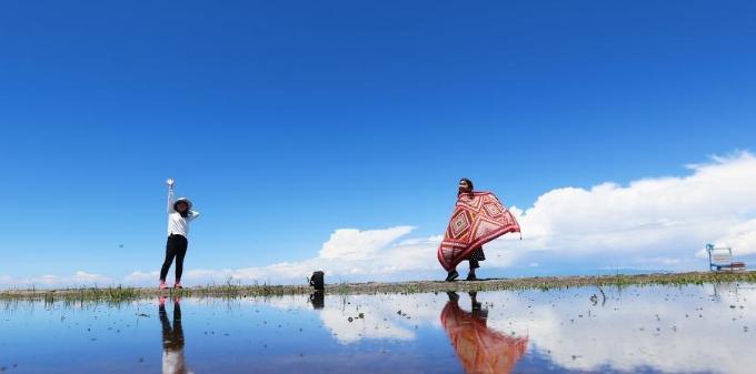 青海湖美景吸引游客