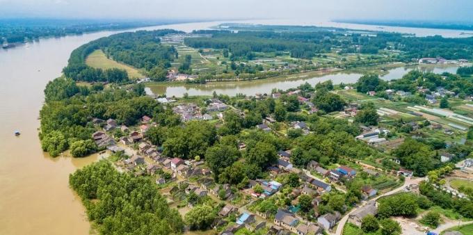 长江铜陵段水位持续上涨 安徽铜陵迎战洪峰