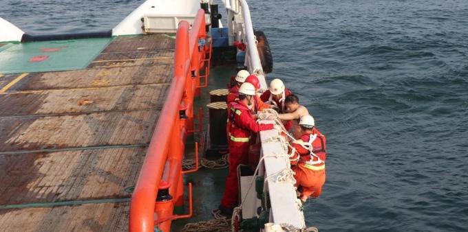 广东惠州海域一船员落水 漂流6个多小时后获救