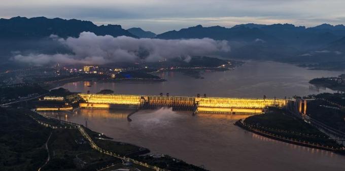 三峡枢纽加大下泄流量腾库 迎接新一轮涨水