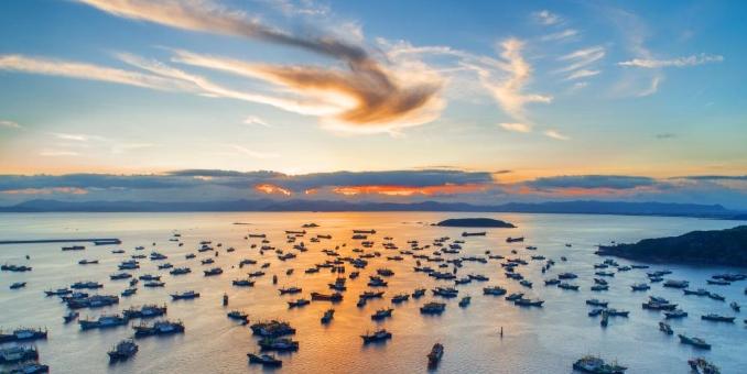 浙江温岭开渔在即千帆泊港整装待发
