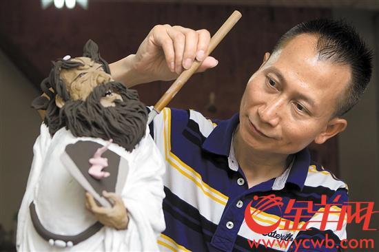 """【中国梦·践行者】与陶艺结缘四十余载 他用陶塑打造""""立体水墨丹青"""""""