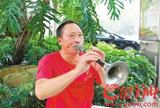 【中国梦·践行者】东莞男子坚持吹唢呐41年 年近花甲仍难觅徒弟