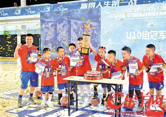 东莞厚街小球员入选 篮球世界杯球童