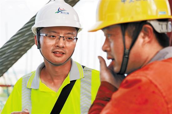 """【中国梦·践行者】""""中国芯""""跨越桥梁史新里程碑——记虎门二桥项目副总工程师鲜荣"""