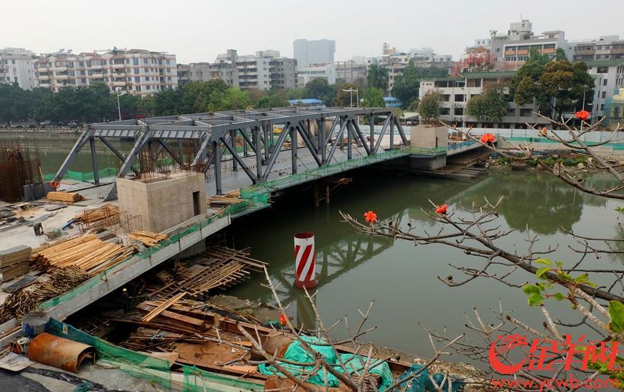 钢桁架完成主桥钢桥面焊接,1#桥塔3.6米标高模板安装 摄于2019年2月28日