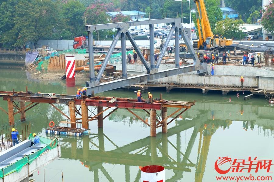 主桥钢桁架吊装-摄于2019年1月4日