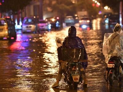 昆明市區迎大雨 部分道路淹積水