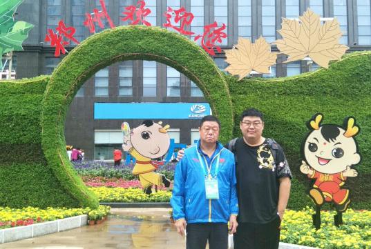 """小伙子踢毽球减肥未成 却用""""身墙""""帮助广东队拿下三胜"""