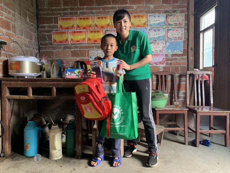 恤孤助学15载 刘佩华:要从精神层面帮助他们