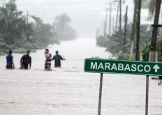 """热带风暴""""洛雷娜""""袭击墨西哥 道路被淹一片狼藉"""