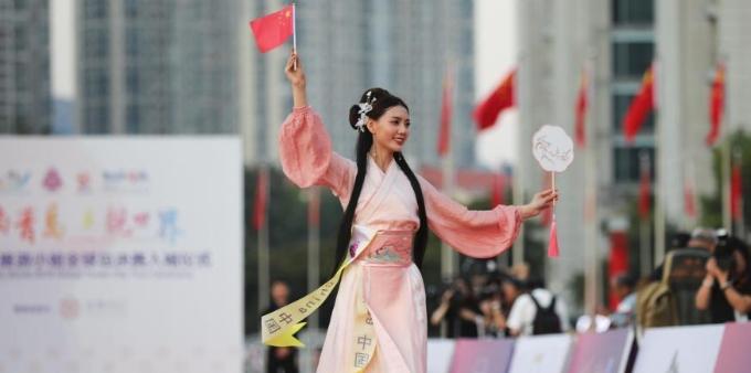2019世界旅游小姐全球总决赛入城仪式在青岛举行