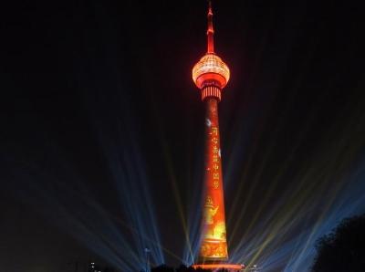 国庆灯光秀亮相中央电视塔