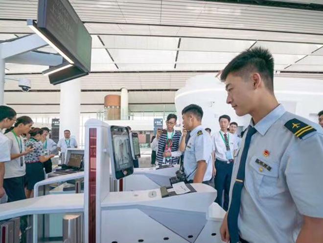 北京大兴国际机场刷脸通行 旅客20分钟可登机