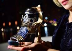 天价高跟鞋在迪拜亮相 鞋上镶嵌钻石和陨石