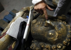 專家搶修巴黎聖母院 爭分奪秒研究雕像殘骸