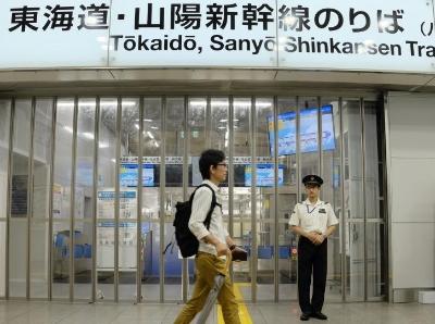 """强台风""""海贝思""""来袭 日本铁路大面积停运"""