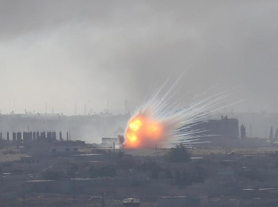 叙利亚边境城镇爆炸升起巨大火球