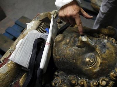 专家抢修巴黎圣母院 争分夺秒研究雕像残骸