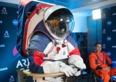 "NASA推出新款宇航服""猎户座""套装 将用于探月"