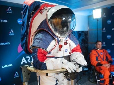 """NASA推出新款宇航服""""獵戶座""""套裝 將用于探月"""