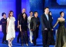 陈凯歌亮相第六届丝绸之路国际电影节闭幕式红毯仪式