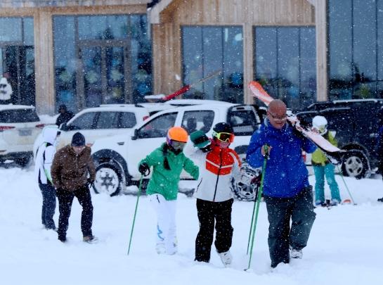 新疆开启滑雪季
