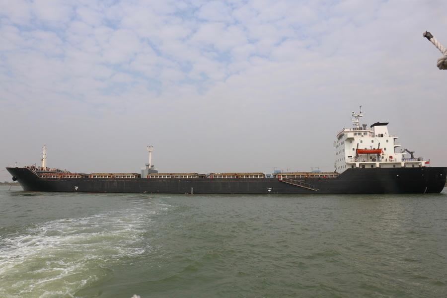 中国海警局直属第三局查获非法运砂船舶,查扣海砂约6万吨