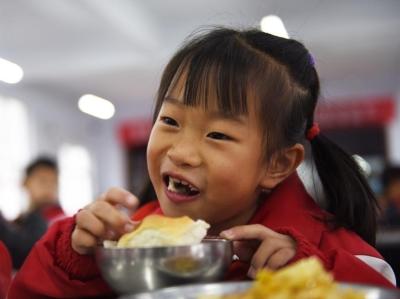 """河北張家口:""""升級版""""營養餐營養更豐富"""