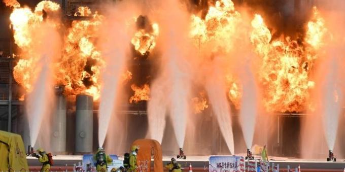 国家综合性消防救援队伍比武竞赛暨灭火救援实战演习举行