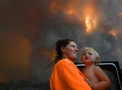 澳大利亚多地遭山火威胁 或启动军事资源应对