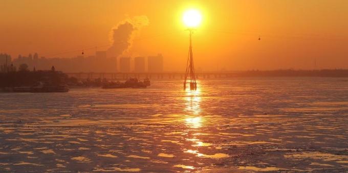 松花江冰封雪冻 满江碎金风景迷人
