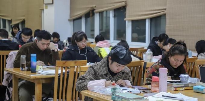 贵州:考研学生备考忙