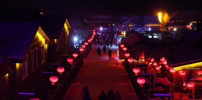 黑龙江雪乡夜色如画 游客品味东北风情
