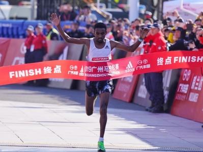 2小時8分04秒破紀錄!來自埃塞俄比亞的小夥子奪得廣馬全馬冠軍
