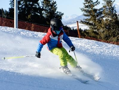 新疆迎来滑雪季