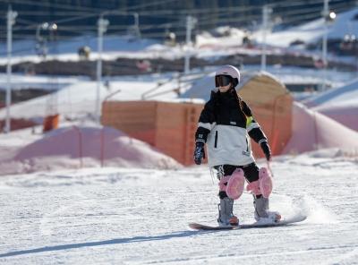 新疆迎來滑雪季