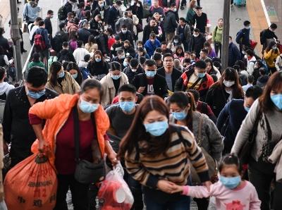 戴口罩 防病毒——廣州南站旅客積極防范新型冠狀病毒感染