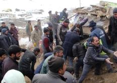 土伊邊境發生強震 村莊房屋坍塌村民廢墟中自救