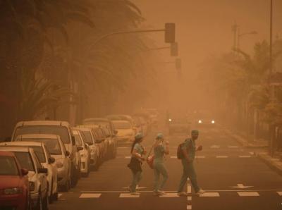 红沙风暴席卷西班牙 城市陷入一片昏黄