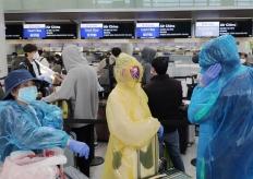旧金山飞中国乘客采取严密防护措施登机