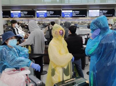 舊金山飛中國乘客採取嚴密防護措施登機
