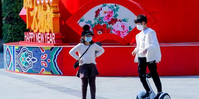 武汉春光明媚 市民逛街出行