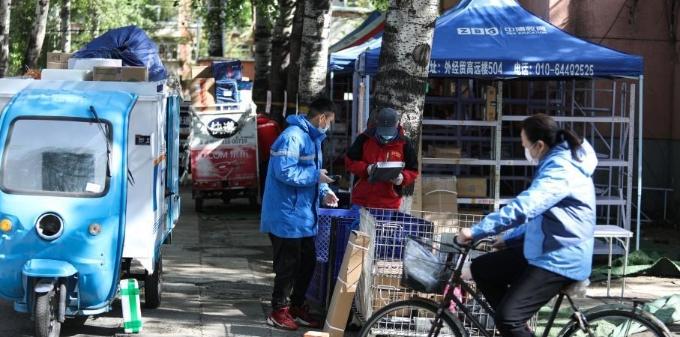 北京:快递进社区 防疫不放松