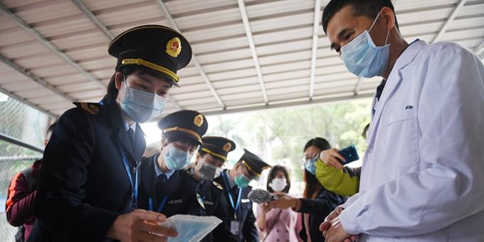 广东省卫生监督所对华师附中的疫情防控工作进行联合专项监督执法检查