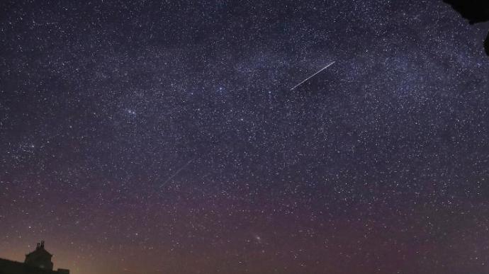 夜空璀璨 上演天琴座流星雨