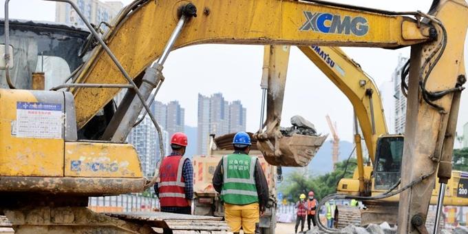 深圳地铁8号线二期工程加紧施工