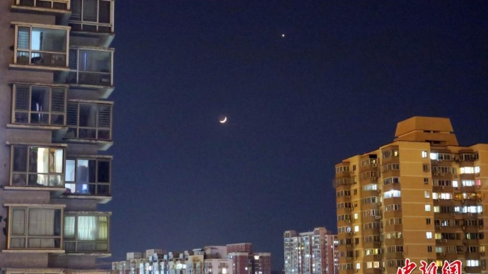 """夜空上演""""金星伴月""""天象"""