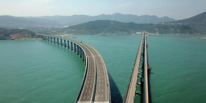 航拍建设中的福建平潭海峡公铁两用大桥