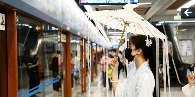 """西安地铁文化专列发车 开启""""穿越""""之旅"""